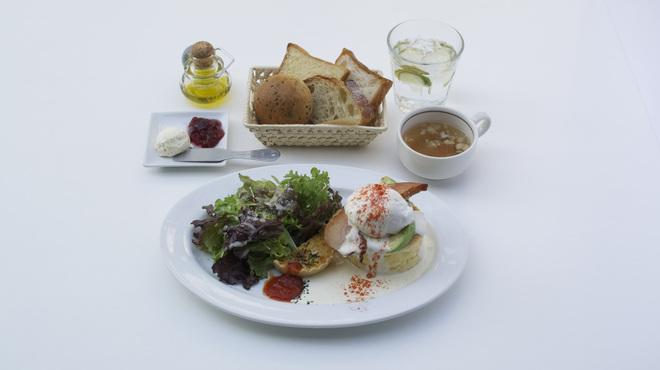 バール ヴィータ - 料理写真:ランチで復活したエッグベネティクト