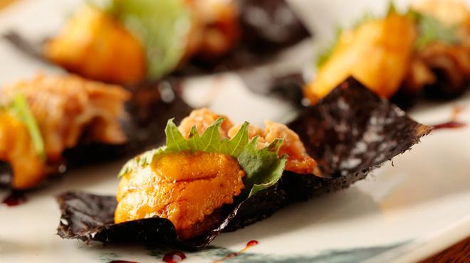 煮炊屋 金菜 - 料理写真:北海道産ウニを堪能『煮穴子の雲丹のり巻き』