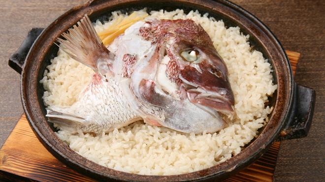 ダイニング イオリ - 料理写真:イオリの名物鯛めしタジン風土鍋炊き