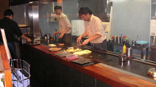田なか - 内観写真:オープンキッチンのライブ感。