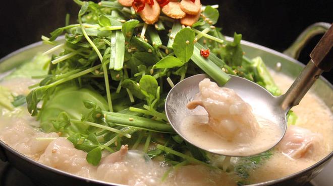 九州厨房 あらごし団 - 料理写真:国産牛の「新鮮もつ」と大盛りのニラ、ごぼう、豆腐が入った本格博多もつ鍋。特製の「塩たれ」と定番の「九州醤油」からお選びいただけます。