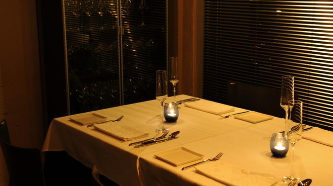 ピアッティ カステリーナ - 内観写真:窓際のテーブル