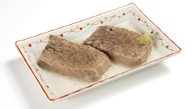 味の牛たん 喜助 - 料理写真:テールスープでお箸で切れるほど柔らかくゆで上げた「厚切りゆでたん」