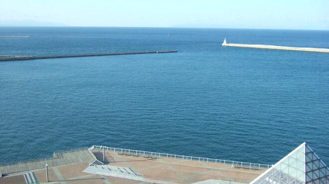 みちのく料理 西むら - 内観写真:昼の海側の景色 眼前に陸奥湾が広がります