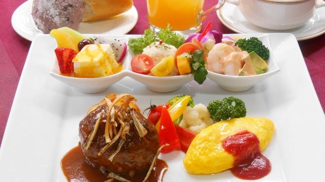 シェ・プルミエ - 料理写真:<KID's PLATE>ハンバーグとオムレツのプレート ¥1,540