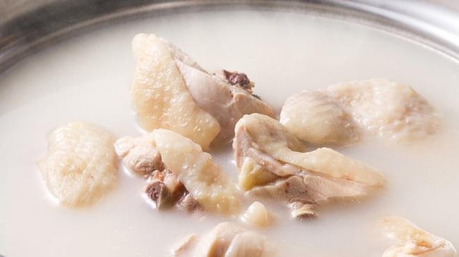 新三浦 - 料理写真:当店自慢の水炊きをぜひ一度ご賞味ください。