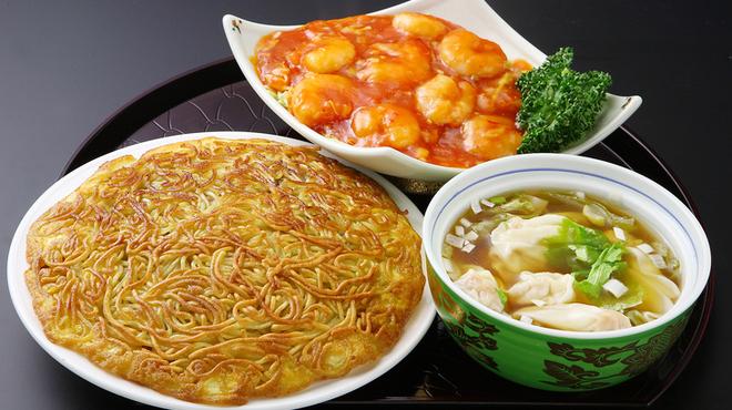 梅蘭 - 料理写真:梅蘭焼きそば付きランチ1300円(税込)