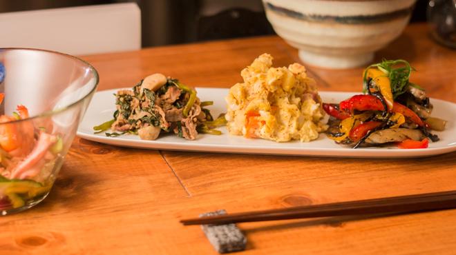 まるしゑ - 料理写真:野菜たっぷりのおばんざいをとりあえず!