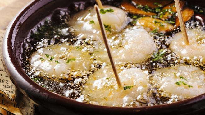 EDGY - 料理写真:人気ナンバーワン!海老のアヒージョ