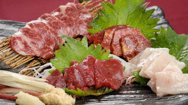 ごはん亭 家蔵 - 料理写真:鹿児島産!新鮮馬刺しの盛り合わせ