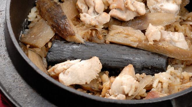 ごはん亭 家蔵 - 料理写真:コシヒカリを使った!地鶏の土鍋めし