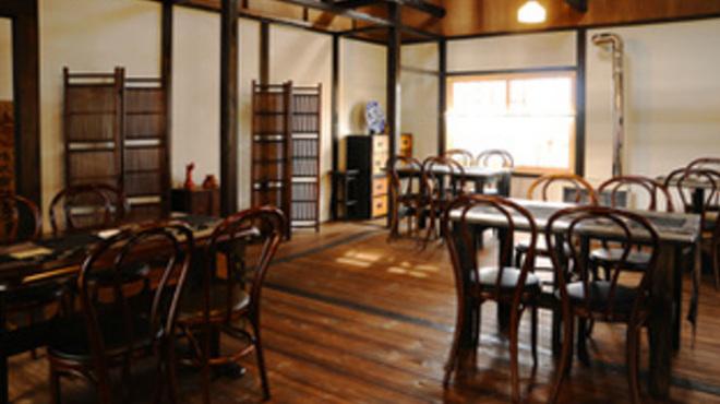 燻香廊 - 内観写真:ノスタルジックな雰囲気漂う店内で、素敵な時間をお過ごしください!