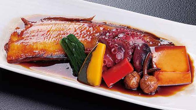 蓮 - 料理写真:蓮名物!浜炊き盛り合わせ(カレイ・カワハギ・舌平目など)980円