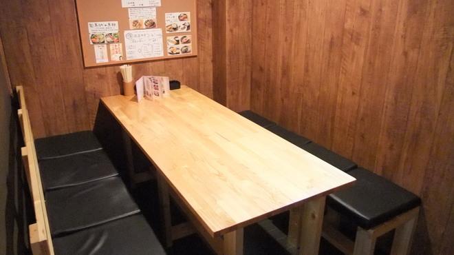 串串 - 内観写真:8名様テーブルとなります。
