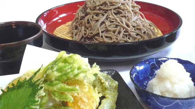 富蔵家 - 料理写真:田舎おろしセット1,700円 季節野菜の天ぷらと小布施の辛味大根を添えました。
