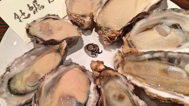 牡蠣Bar - 料理写真:開けたて生牡蠣盛り