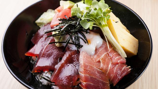 伊勢網元食堂 - 料理写真:伊勢賑わい海鮮丼(ランチのみ)