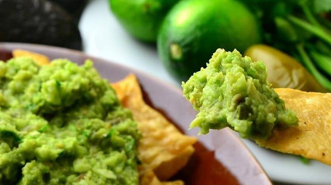 KICHIRI - 料理写真:目の前でアボカドディップを仕上げる、フレッシュなワカモレ!メキシカンなスタッフが現れるかも!?