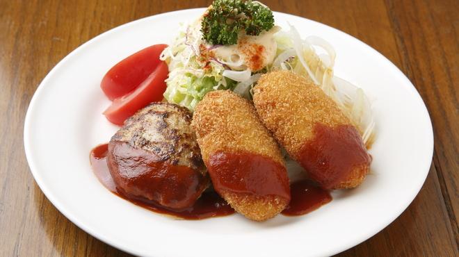 サラダの店サンチョ - 料理写真:カニコロッケとハンバーグを同時に食べれると、当店のロングヒットメニュー