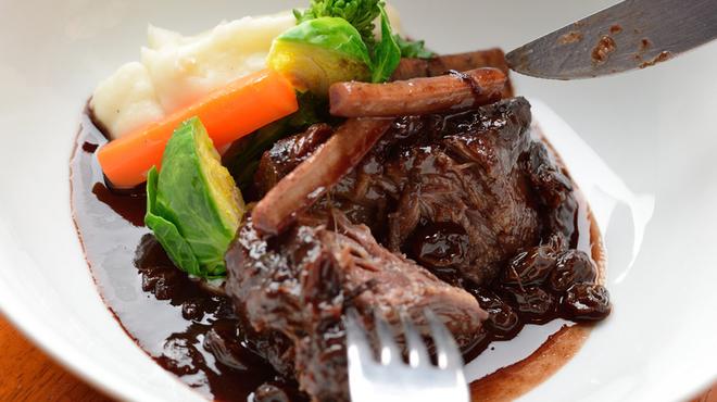 浅草カフェ ラグランドカリス - 料理写真:こだわりのポートワインで煮込んだ『牛ほほ肉の赤ワイン煮込み』.