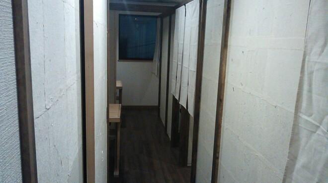 塩ホルモンさとう - 内観写真:2Fは個室になっております!