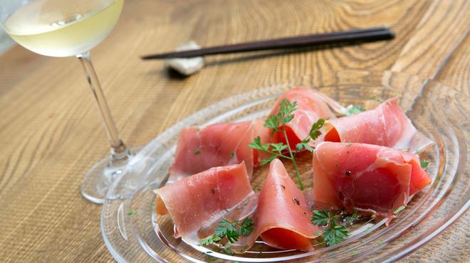 お箸BARおれお - 料理写真:フルーツトマトと生ハム。バルサミコのドレッシング。時期限定ですm(__)m