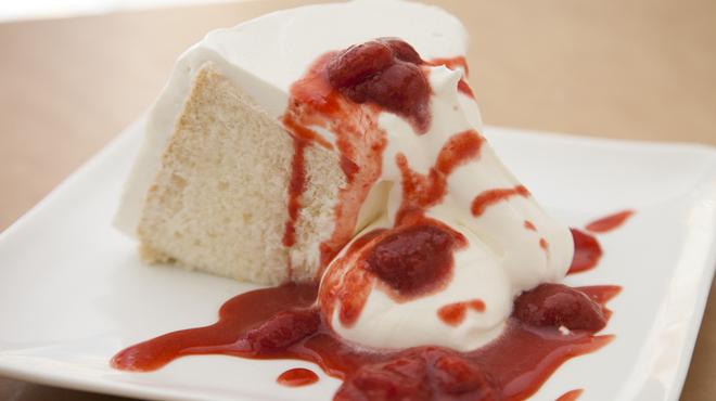 マーサー ビス エビス - 料理写真:ストロベリーチーズシフォンケーキ:750円