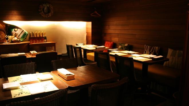 ラ・ヴィーニュ - 内観写真:4名席を4卓配置したお部屋