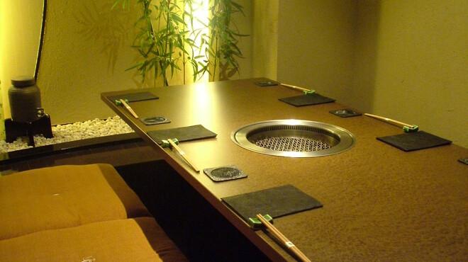 彩香園 - 内観写真:6名様用掘りごたつ席       (全室完全個室)