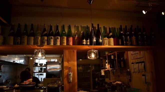 くるみ - 内観写真:魚のあてとしてピッタリな日本酒・焼酎を揃えています。