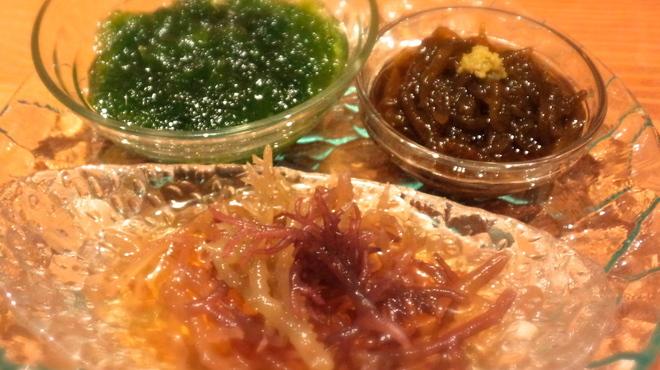 我如古 - 料理写真:現在メニューにありません 「海のもの盛合せ」太もずくとスーナ、アーサを食べ比べ 全て新ものです