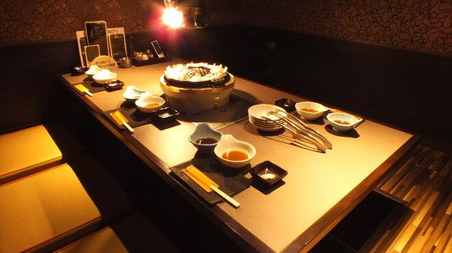 夜空のジンギスカン - 内観写真:最大8名様までの個室完備!