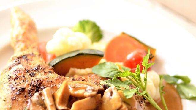 マザームーンカフェ - 料理写真:お肉料理一例