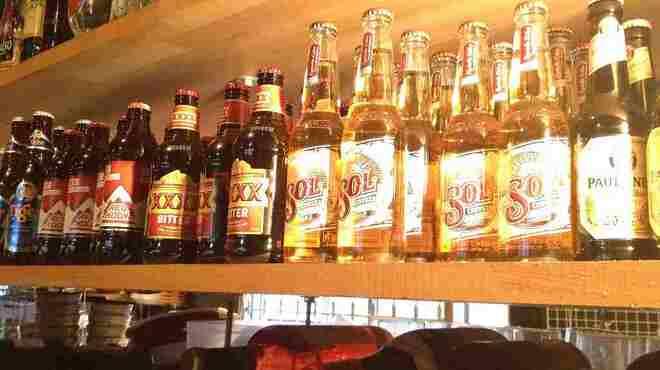 ソファリ - 内観写真:常時10種以上ある海外ビール