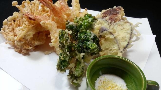 ウォーリー・クック - 料理写真:季節に合わせた食材で、天婦羅の盛り合わせ!