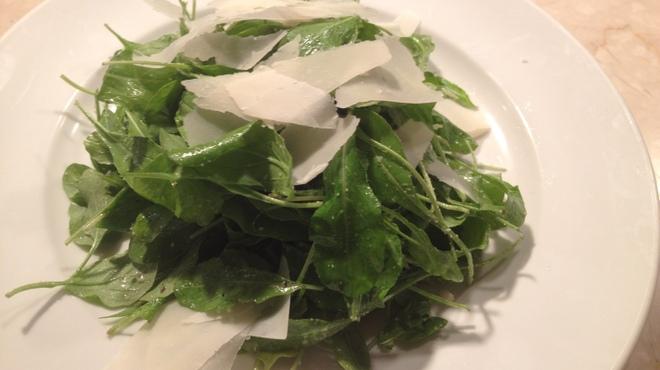 トラットリア ヴェント - 料理写真:山盛りルッコラのサラダはお肉と一緒に召し上がれ!