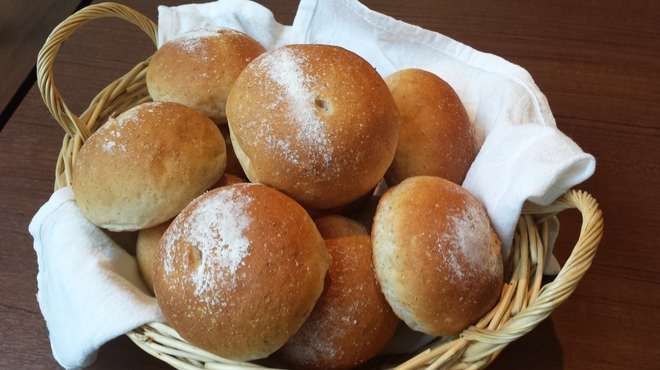 French Hana - 料理写真:2種類の自家製パン
