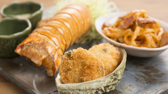 小野の離れ - 料理写真:名物 あわびの海カツ/名物 特製ロブスターの海カツ  (海の幸を揚げ物にした料理をお楽しみください。)