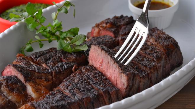 グリルドエイジング・ビーフ&デリカテッセン - 料理写真:大判1枚肉グリル リブアイロール