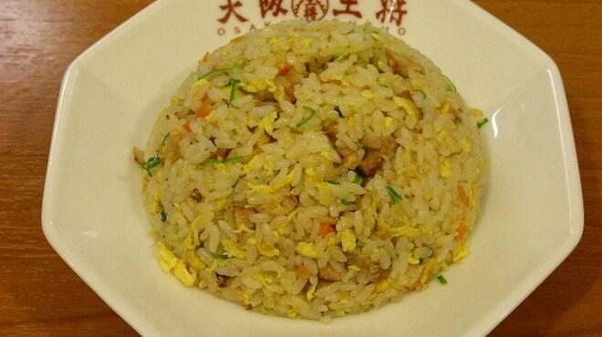 大阪王将 - 料理写真:チャーハン 490円  しっかり炒めた本格派です。(スープ付き)