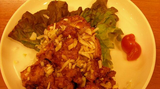 大阪王将 - 料理写真:鶏のからあげネギソースかけ もも肉のからあげの甘辛ソースかけです。