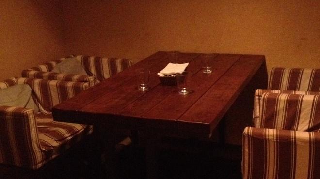 ラ・ルーナ・ロッサ - 内観写真:店内写真1階個室2名〜4名席