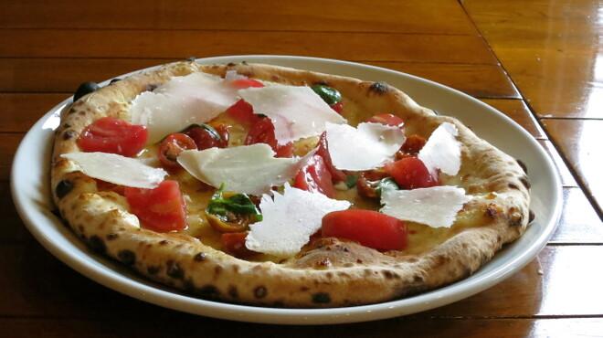 オールドヒッコリー - 料理写真:夏の完熟トマトのピザ