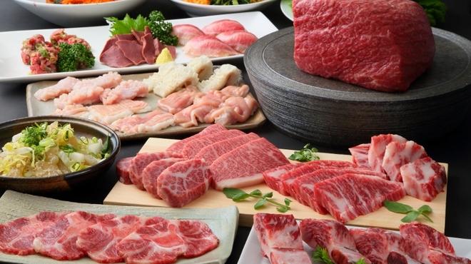 焼肉萬野ホルモン舗 - その他写真:飲み放題付【肉食縁会コース】 5000円 あまりのコスパに肉屋から「えぇのか!?」と唸りがもれ聞こえてきている。大好評の為、ご提供の期間延長中。