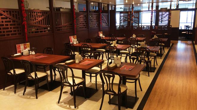 唐朝刀削麺 - 内観写真:いろいろな人数に対応可能な中央席。