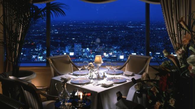 ル シエール - 内観写真:絶景を愉しみながら味わう美食の空間