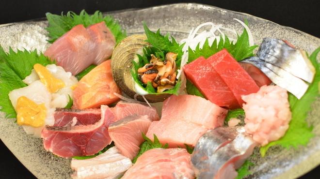 海つばめ - 料理写真:【地魚盛合せ】南紀新鮮な魚介類の盛合せ。魚は天候や季節によって変わります(12種)