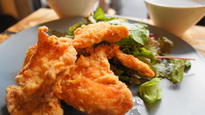 食堂 728 - 料理写真:激ウマ鶏胸肉の唐揚げ三種のお味で定食