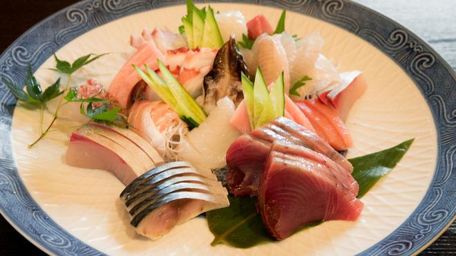 山海 - 料理写真:御刺身の盛合せは2000円より