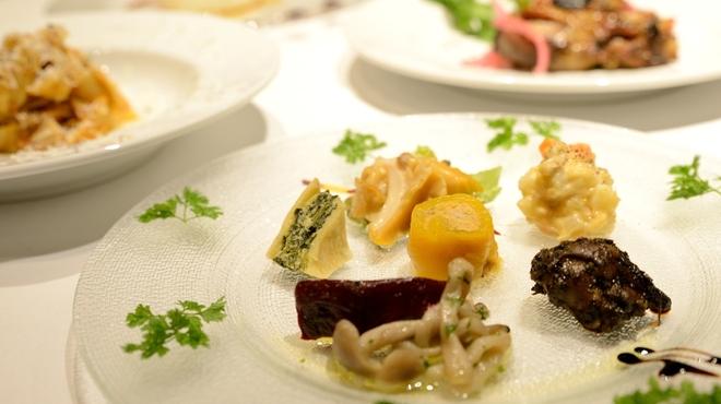 VIA EMILIA - 料理写真:エミリア地方の前菜とパスタを